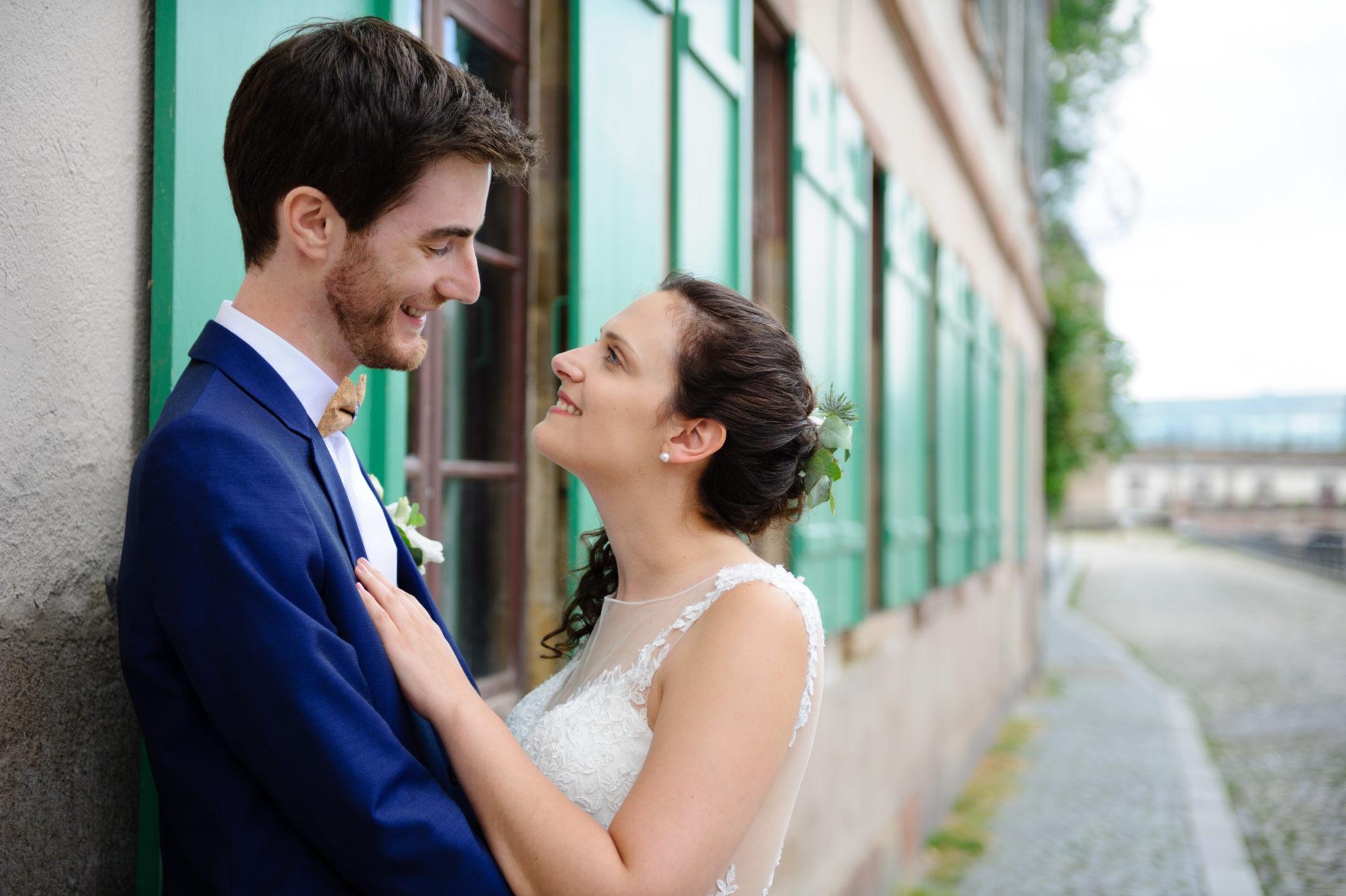Photos de mariés lors d'un shooting avec ValOrel photographe à Strasbourg à la Petite France